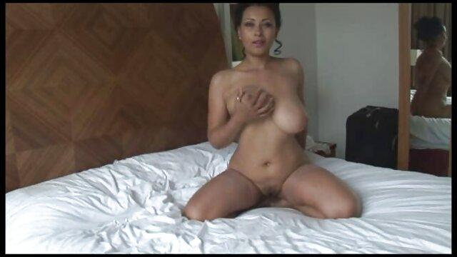 Pornó nincs regisztráció  A lila Fanny levetkőzik, ingyen idős pornó maszturbál