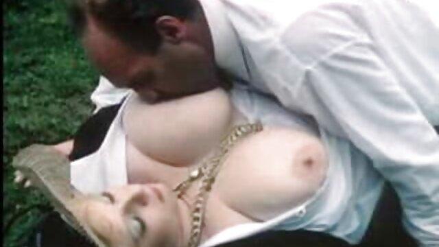 Pornó nincs regisztráció  Holly Michaels szereti pornofilmek ingyen a kakasok a mély torok