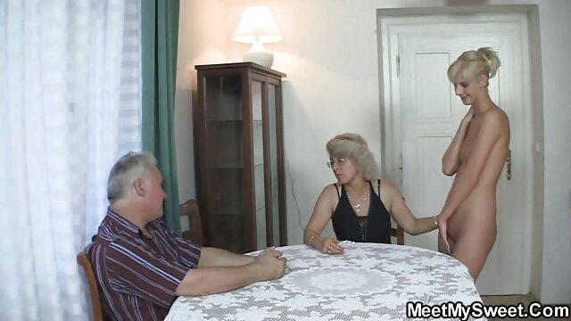 Pornó nincs regisztráció  A ingyen öreg szex fetisiszta megkérte barátját, hogy nyalja meg a lábát.