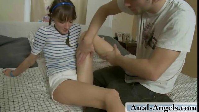 Forró pornó nincs regisztráció  édes Anabel Rózsaszín mutatja ki egy fantasztikus láb pornó videó ingyenes munkát a kibaszott lábát.