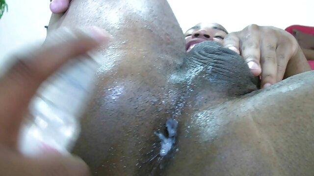 Pornó nincs regisztráció  A fiatal csaladi sex filmek fekete nő szét a lábát egy szál, majd adott egy fekete férfi borotvált punci