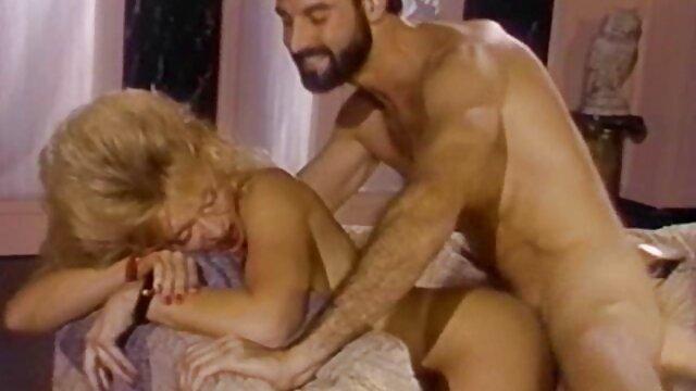 Pornó nincs regisztráció  Lenyűgöző szőke, igyen porno filmek tetovált szőke játszik mesterséges kakas