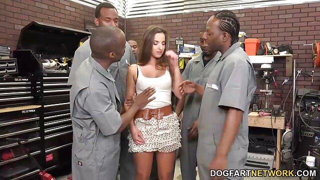 Pornó nincs regisztráció  Barna jól néz ki, mint ő hagy ingyenes szexfilmek egy szál vizelet