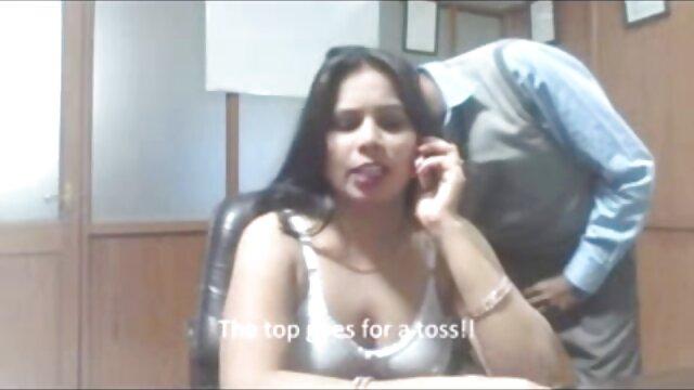 Pornó nincs regisztráció  a munkavállaló maszturbál a sex pornó ingyen sarokban a főnök irodájában, Brooklyn kísérteni.