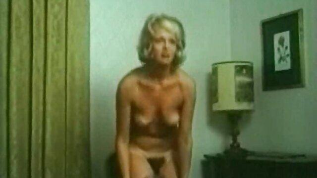 Pornó nincs regisztráció  Fekete hajú t-modell lány döngeti szex pornofilmek ingyen csokoládé virsli solo