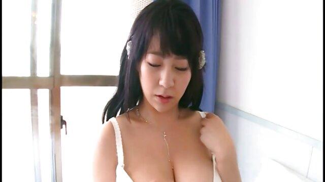 Pornó nincs regisztráció  Egy étvágygerjesztő srác baszik egy karcsú szexfilmek ingyen online lány punciját.