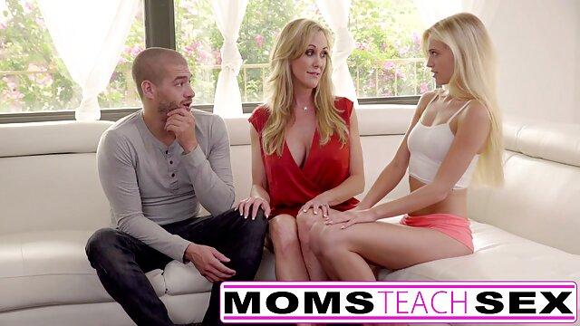 Pornó nincs regisztráció  Abbie ad egy klasszikus családi sex video ingyen szopást a kádban.