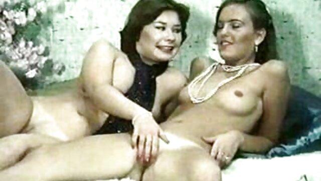 Pornó nincs regisztráció  egy kemény porno ingyen lány, Nagy Mellbimbók ült egy hatalmas dildó, majd elkezdett ugrálni