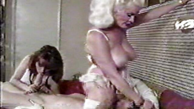 Pornó nincs regisztráció  aranyos babe Tess Morgan ingyen online szex videok vesz egy fehér fasz a fekete vagina.