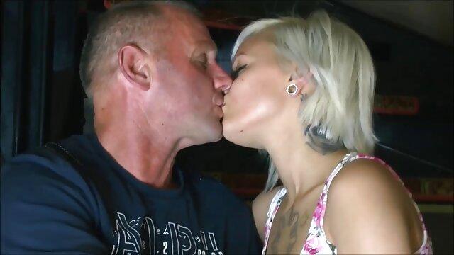 Pornó nincs regisztráció  Finoman megnyalta, szar menyasszony ingyen családi pornó fehér harisnya a nászéjszakán